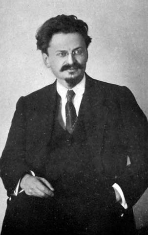 Trotsky expulsado