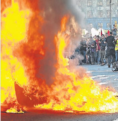 La vaga es vesteix de manifestació; prudència tàctica del Govern