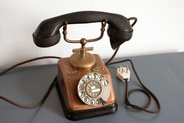 Aparece el teléfono