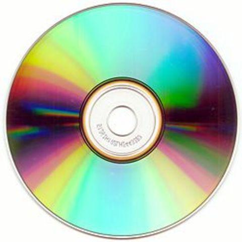 Se lanzan al mercado los CD.