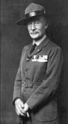 En Inglaterra el Coronel Robert Baden Powell