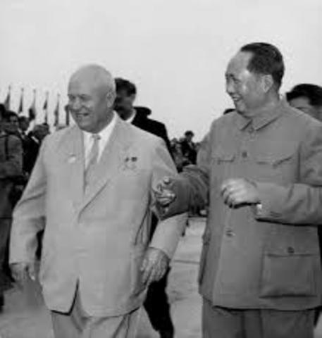Kina og Sovjetunionen inngikk en allianse