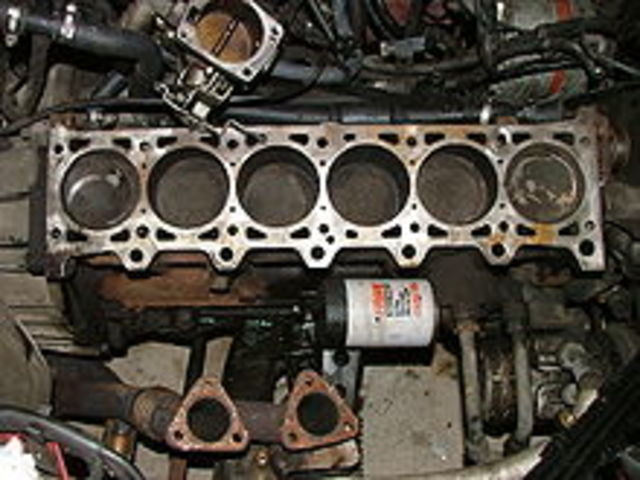 Primer motor con 6 cilindros