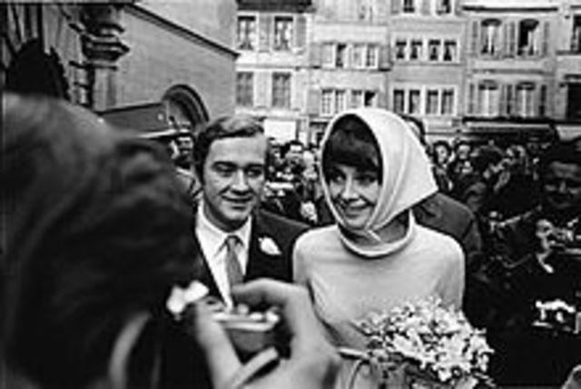 Marries Andrea Dotti
