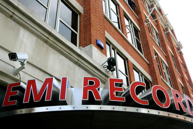 Компания «EMI» дала согласие на запись песен группы