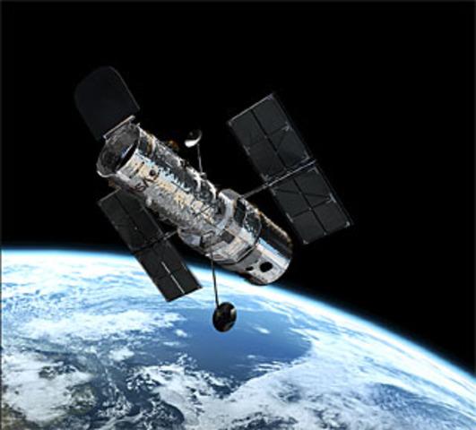 """Lanzamiento del telescopio espacial """"Hubble"""""""