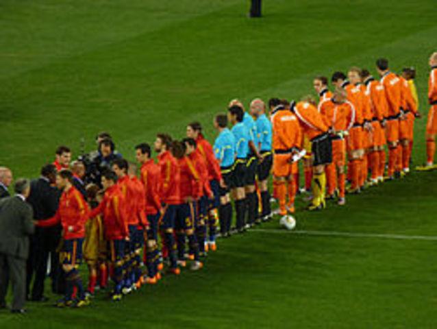 Gana por primera vez España