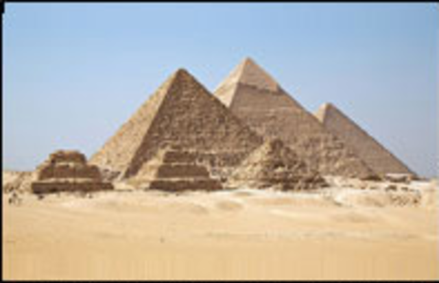 The Khufu  and Khafre pyramids have a north-south orientation