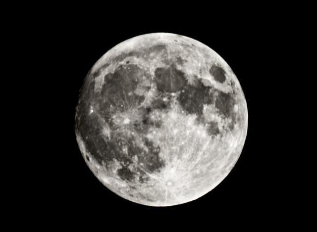 la luna se forma