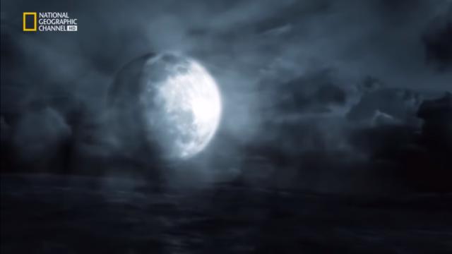 La luna se aleja