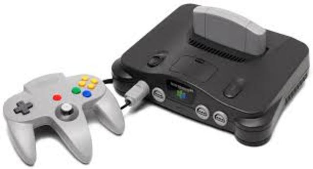 El 23 de junio se lanza en Japón la Nintendo 64. Miles de personas hacen cola para ser los primeros en disfrutar de la primera videoconsola de 64 bits.