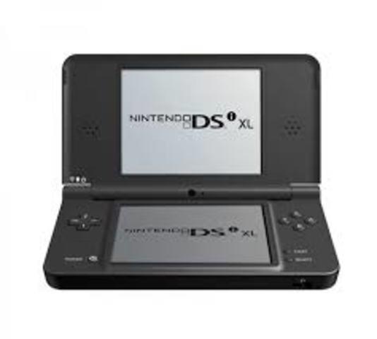 La familia de consolas Nintendo DS creció aún más, y esta vez también en cuestión de tamaño, con la llegada de la Nintendo DSi XL.