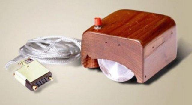 1967: Surge o primeiro mouse; surge o Código ASCII padrão para troca de informações entre computadores.