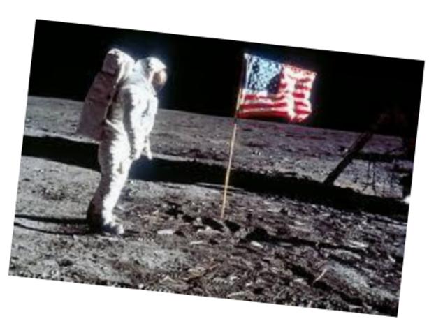 1969: Homem pisa na Lua.