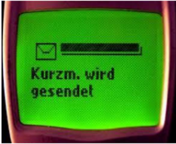 1994: SMS traz o texto aos celulares; Galaxy torna-se o primeiro site de procura na Internet.