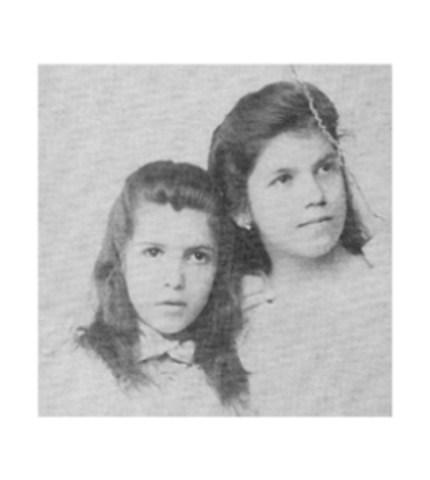 Tarsila (the taller one) and her sister Cecília.