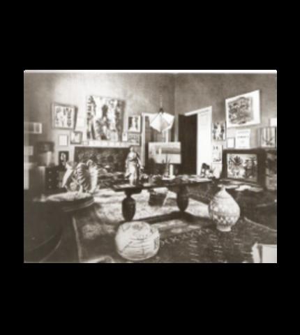 Tarsila at her studio in São Paulo