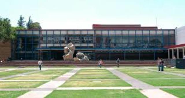 Creación de diversos centros y conversion de la Escuela de Arquitectura