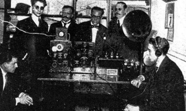 Primera transmisión de la radio