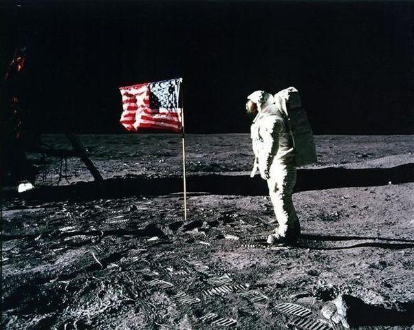 Am marchent les 1er sur la Lune
