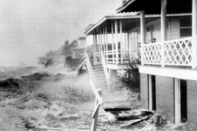 Hurricane Hazel batters the Carolina coast