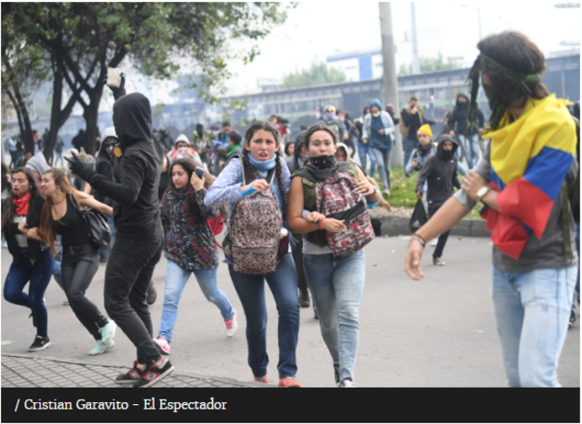 Los enfrentamientos entre policías y manifestantes.