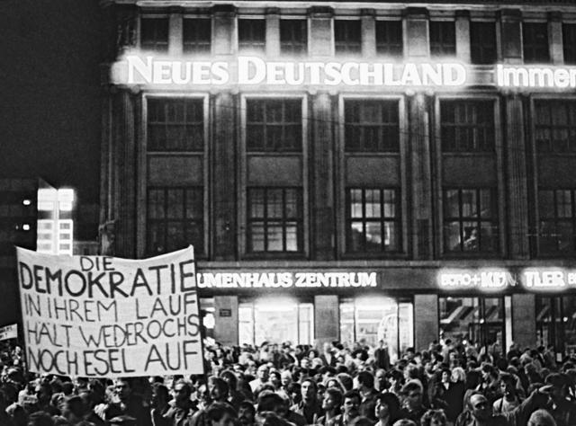 """manif de masses en RDA (Leipzig) """"Wir sind ein Volk"""""""