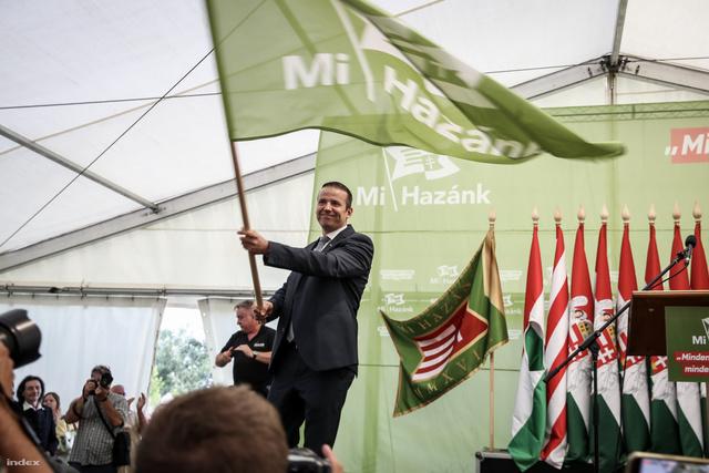 A Mi Hazánk Mozgalom zászlóbontása