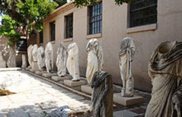 Els romans van destruir Corinto i van conquistar Grecia.