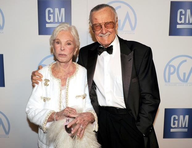 Se casó con Joan Clayton.