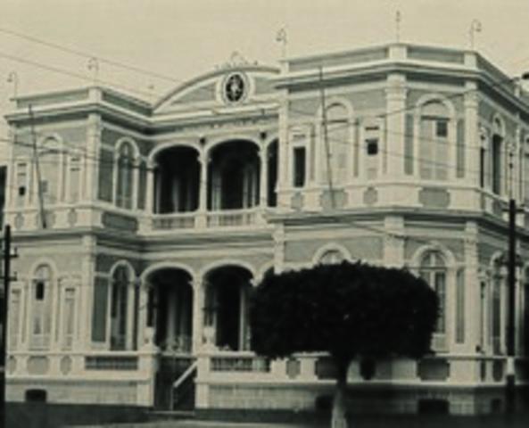 Fundade a Universidade do Distrito Federal
