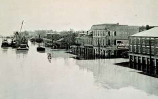 The great Mississippi flood displaced 700,000 people