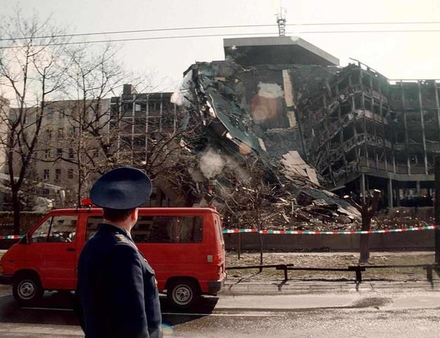 Onderhandeling mislukt en NAVO bombardeert Servië