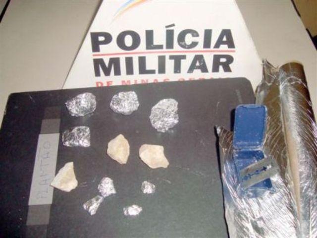 Jovens são presos com drogas no bairro Calcita
