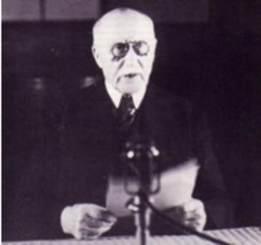 Philippe Pétain, chef du gouvernement, demande l'armistice