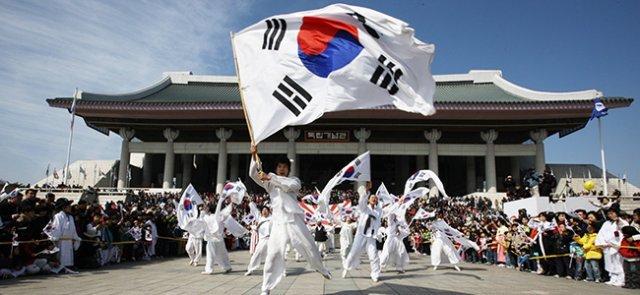 Korea becomes independent nation