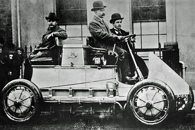 Invention of the first hybrid engine