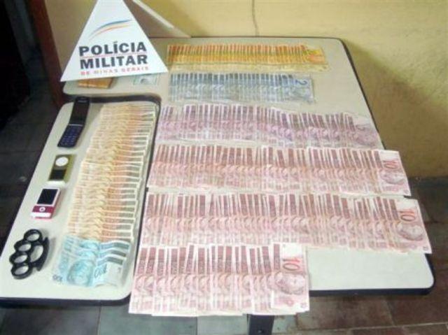 Denúncia de tráfico de drogas termina com grande apreensão de dinheiro e prisão de 6 pessoas