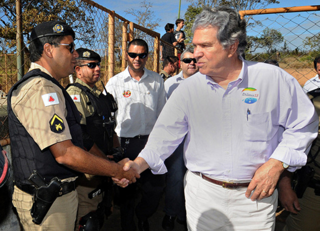 Hélio Costa faz campanha no Centro-oeste de Minas Gerais