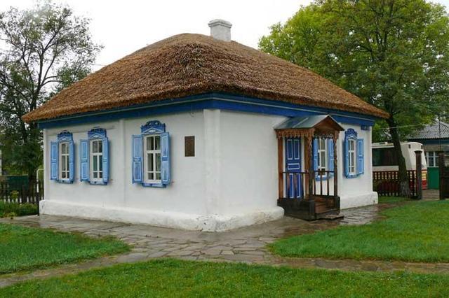 Осенью с семьёй перебирается в Вешенскую.