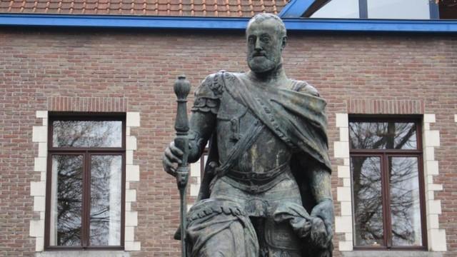 1500 Nace en Gante y educado en Flandes