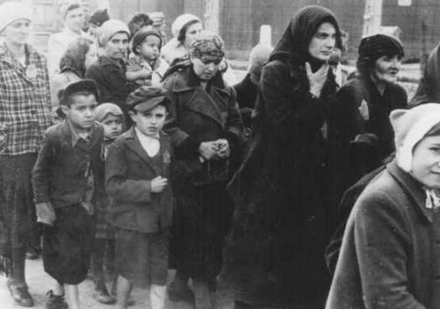 8000 more Jews are sent from Sosnowiec to Auschwitz