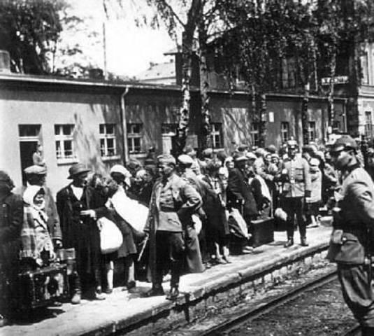 All Jews in Zawiercie are sent to Auschwitz