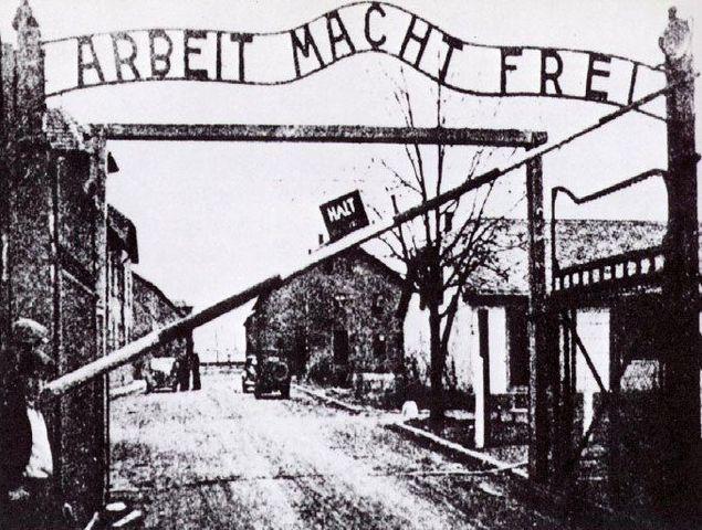 Vladek and Anja are sent to Auschwitz