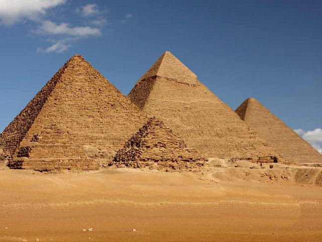 Se construyen las grandes pirámides