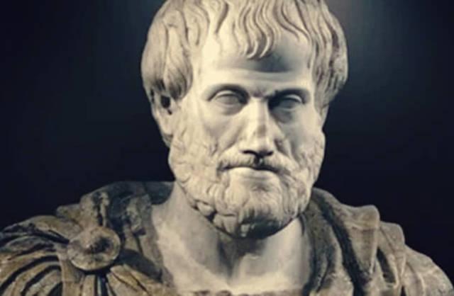 Nace Aristóteles