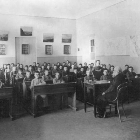 После окончания курса (1786 г.) Осиповский был назначен преподавателем народного училища. С сентября 1786 г. он начал работать в Москве, в главном народном училище учителем физико-математических наук и русской словесности.