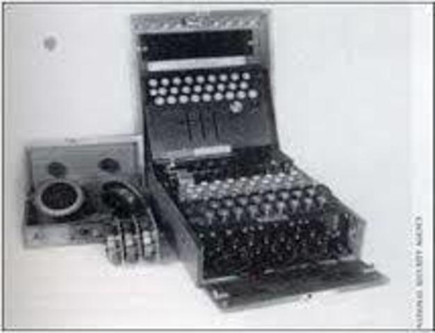 Aparece la maquina de Turing