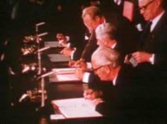 Botschafter unterzeichnen Berlin-Vertrag