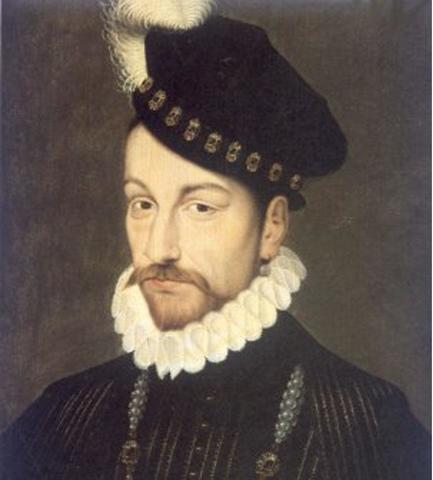 Польские войска штурмом взяли Смоленск. В июле шведский король Карл IX захватил Новгородскую землюю.